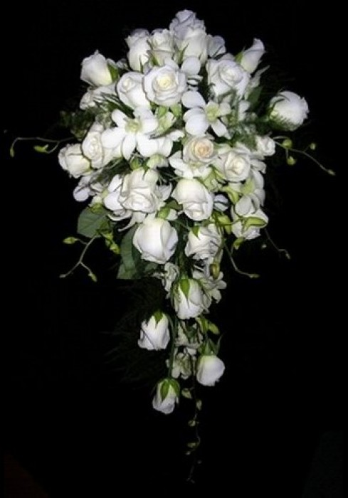 Trailing Bridal Bouquet 09