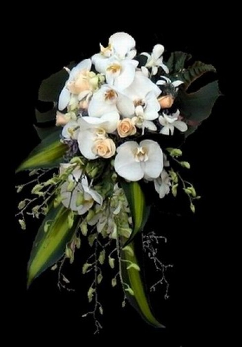 Trailing Bridal Bouquet 02